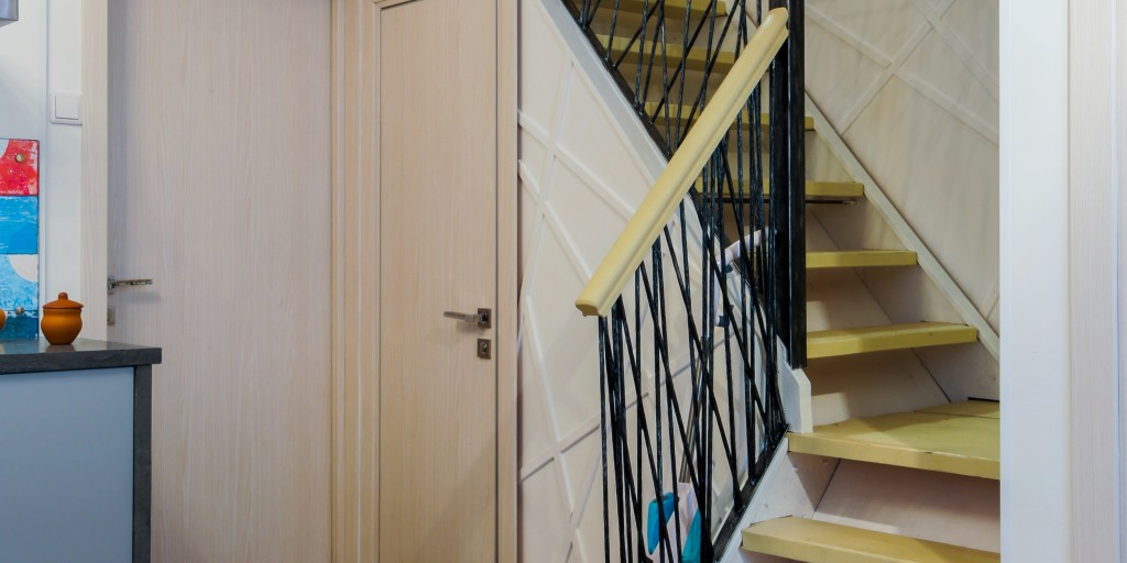 Кухня Голландия. Кованые прутья от Кузнечное ателье №1. Двери от Зодчий.