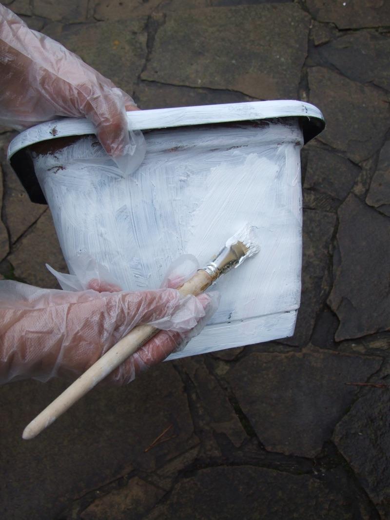 fazenda 1. Окрашиваем горшок белой фасадной краской