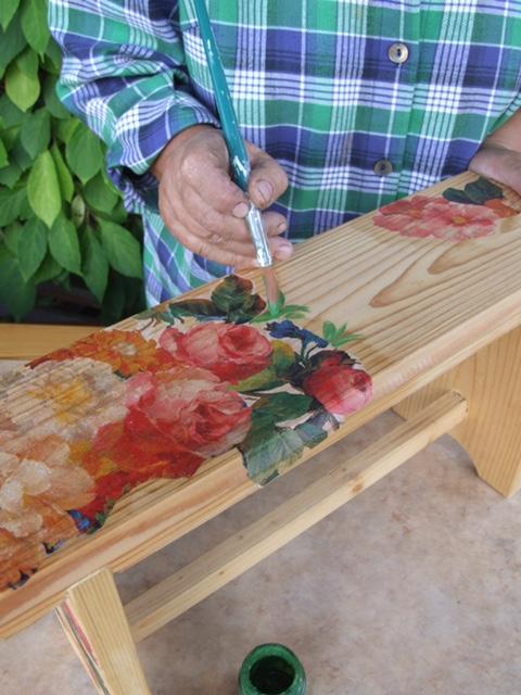 3. Дорисовываем мотив акриловыми красками